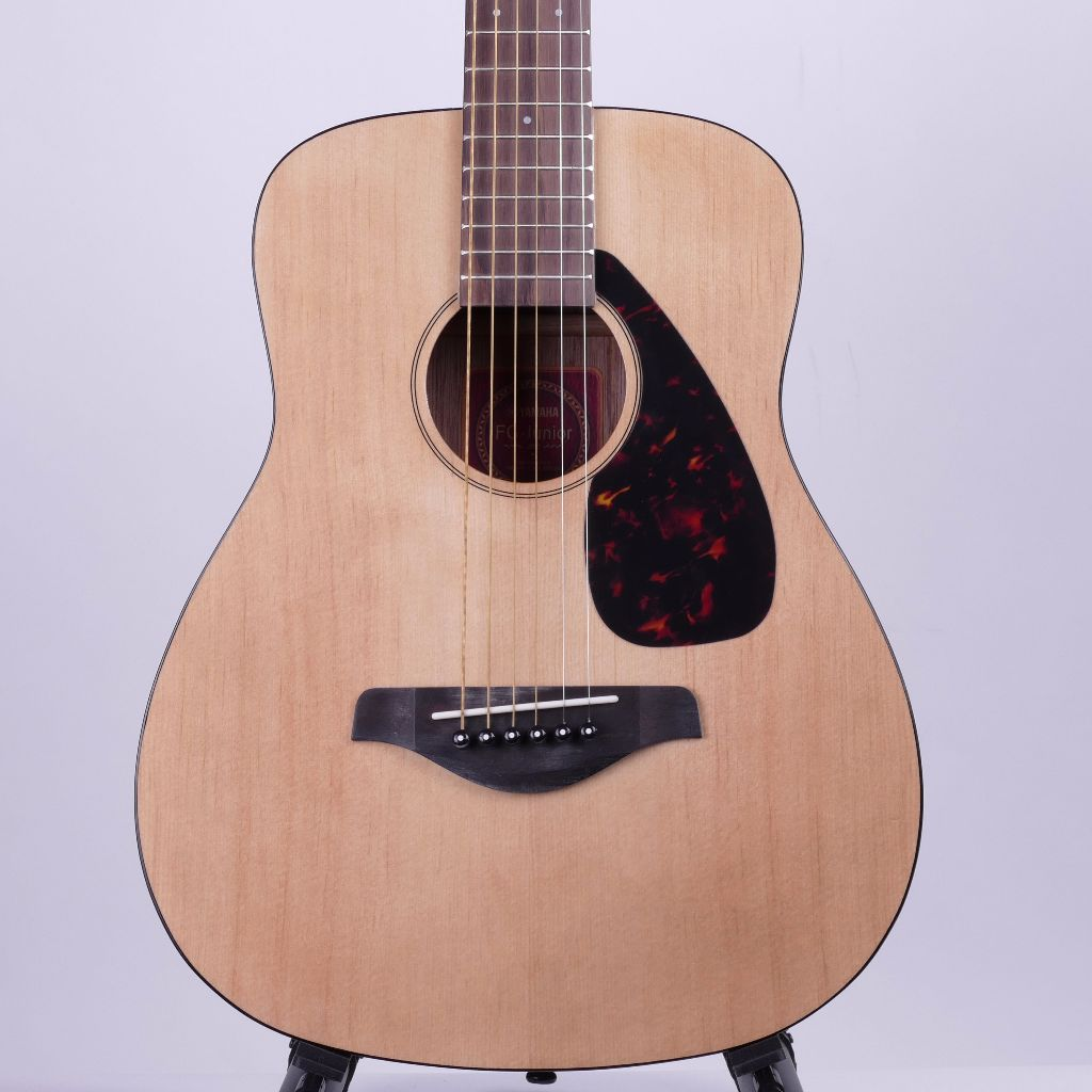 yamaha jr2 travel guitar 3 4 sized acoustic guitar gigbag live louder. Black Bedroom Furniture Sets. Home Design Ideas