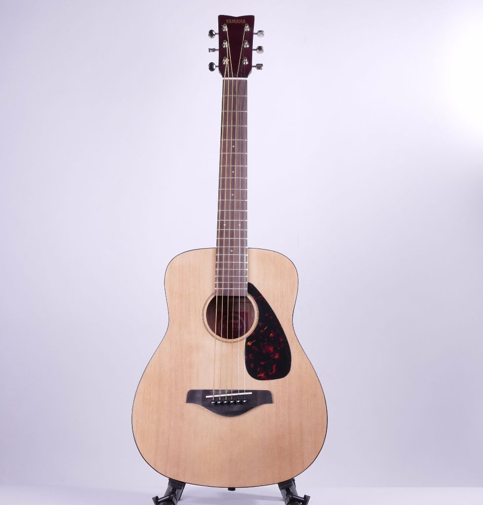 yamaha jr2 travel guitar 3 4 sized acoustic guitar gigbag live louder. Black Bedroom Furniture Sets. Home Design Ideas