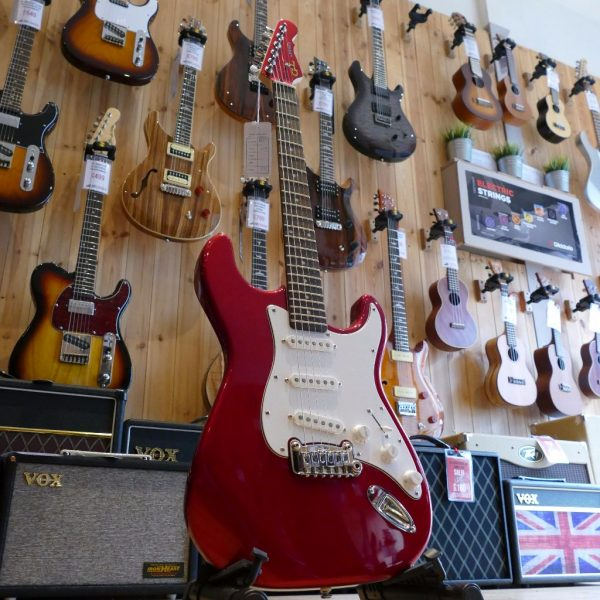 G&L Tribute Legacy, Candy Apple Red, White Scratchplate